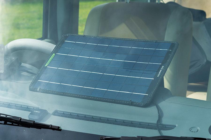 画像: 10Wのソーラーパネルを使用