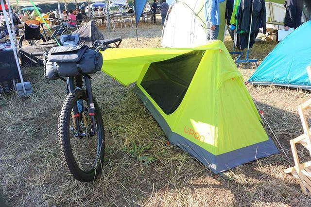 画像1: 自転車旅をサポートする、軽くてタフなキャンプ道具も続々