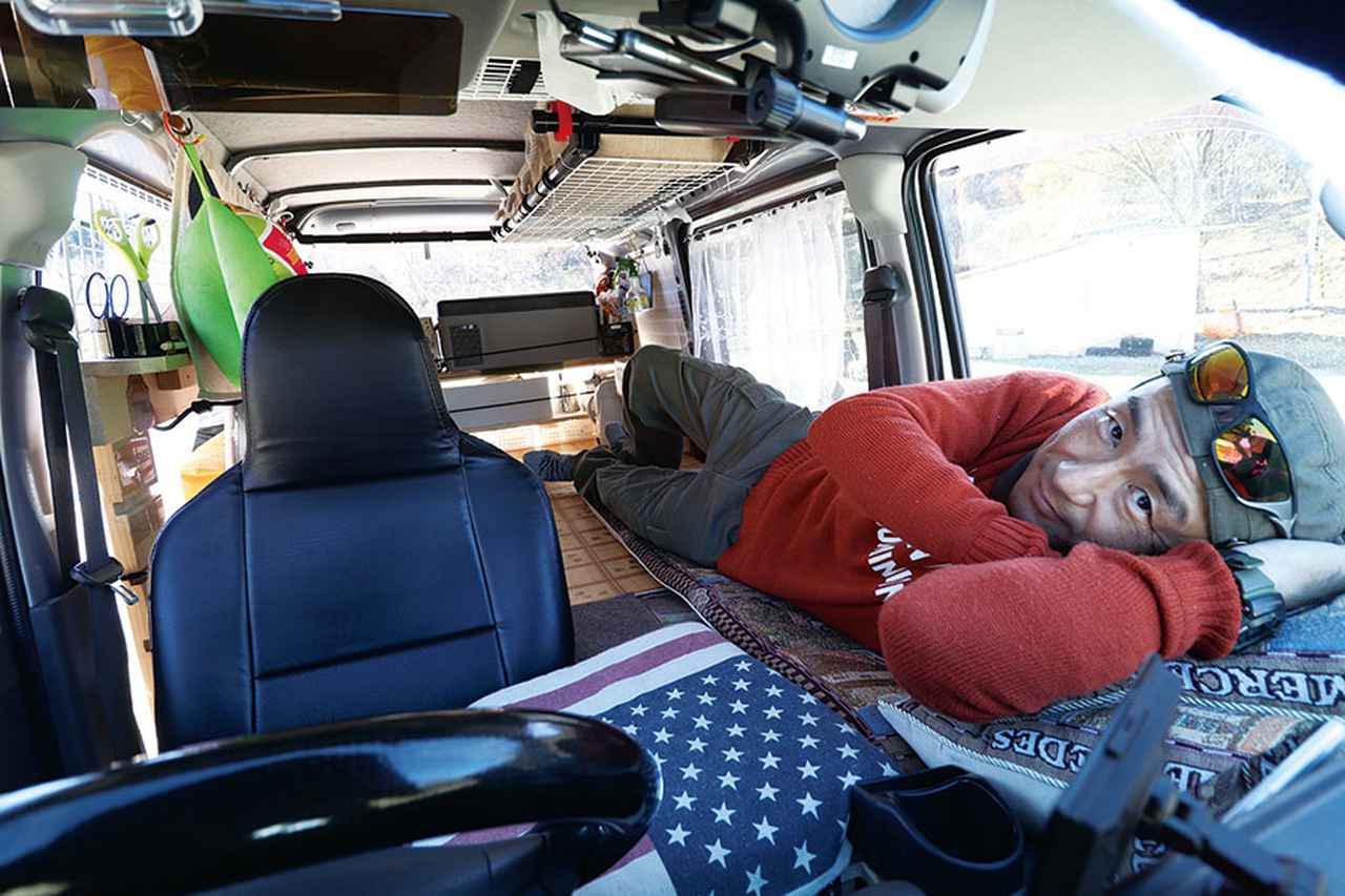 画像1: 自作ベッドの寝室空間は、夫婦ふたりでも余裕あり!