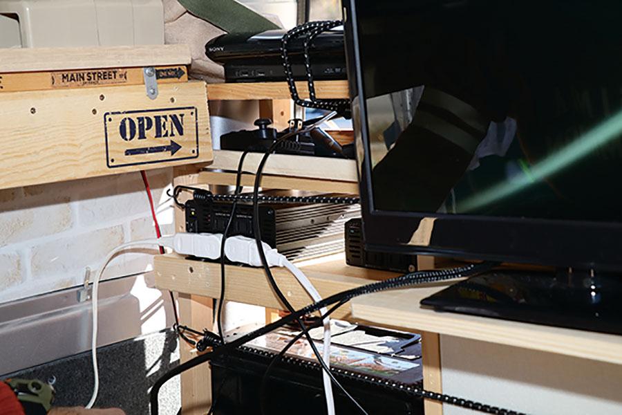 画像1: 車内のエンタメ 環境はPS3とWi-Fiルーターで構築