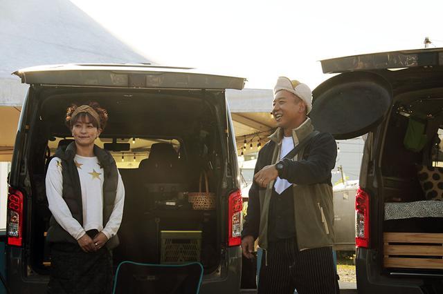 画像: お笑いコンビ・バイきんぐの西村瑞樹さんとタレント水野裕子さんが登場。