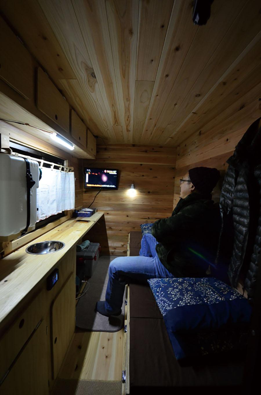 画像1: 電気とテレビは絶対に必要なアイテム!