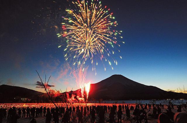 画像: 山中湖のアイスキャンドルフェスティバル。