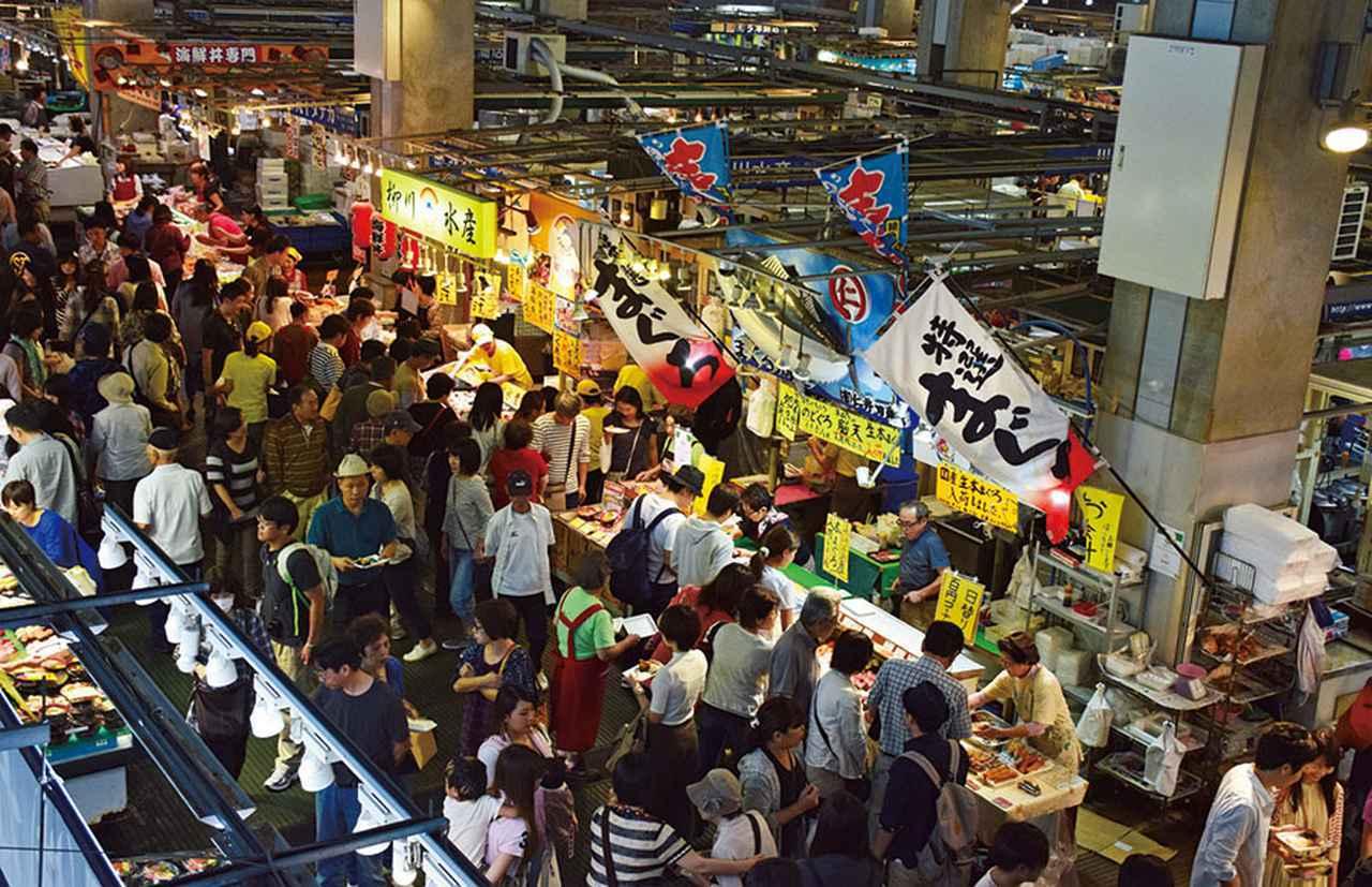 画像: 唐戸市場で毎週末と祝日に開催されるイベント「活きいき馬関街(ばかんがい)」の様子。