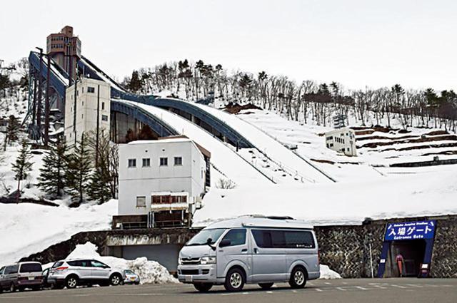 画像: 八方尾根にはオリンピックのジャンプ台もある。