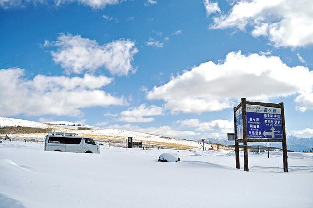 画像: 厳冬期の霧ケ峰。道は通れるが、ビーナスラインの休憩所「霧の駅」は冬季閉鎖だ。