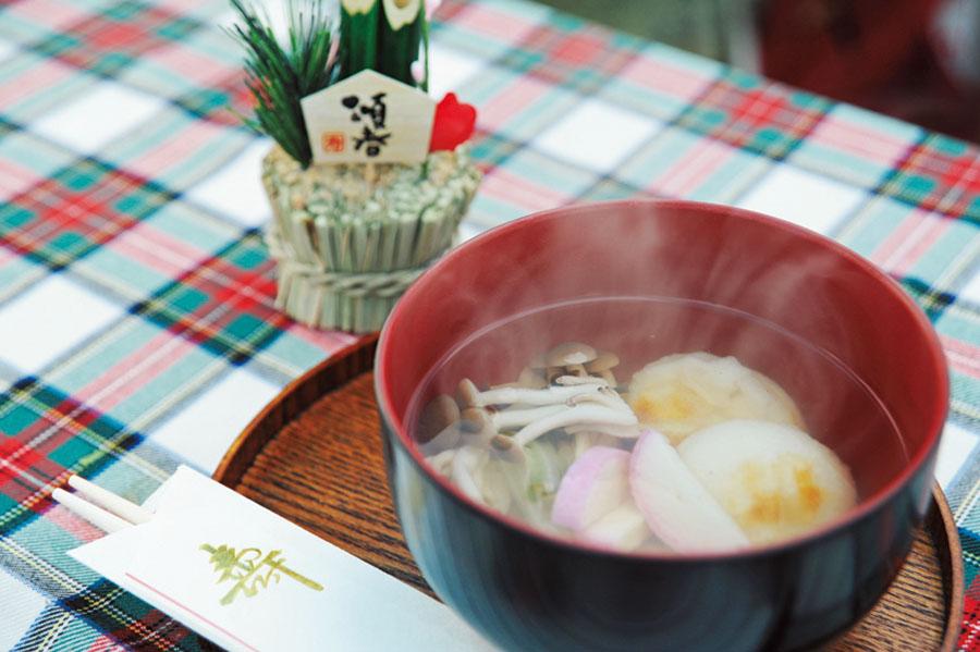 画像: 宮崎県のお雑煮の基本は、すまし汁に丸餅とのこと。
