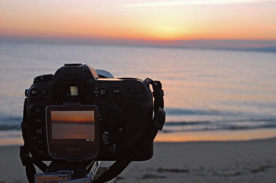 画像: 元旦は近くの浜辺まで初日の出を拝みに出かけた。