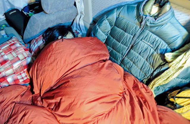 画像: 暖かさを求めれば荷物が増えて狭くなり、利便性を求めれば宿泊地や使える電化製品が制約されます。冬の車中泊は、このふたつの矛盾とどう折り合いをつけるかの「せめぎあい」。