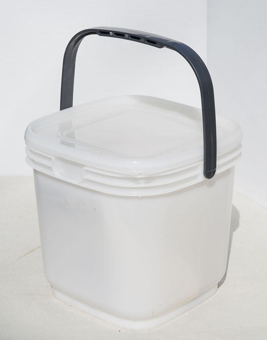 画像: 密閉型の収納ボックス