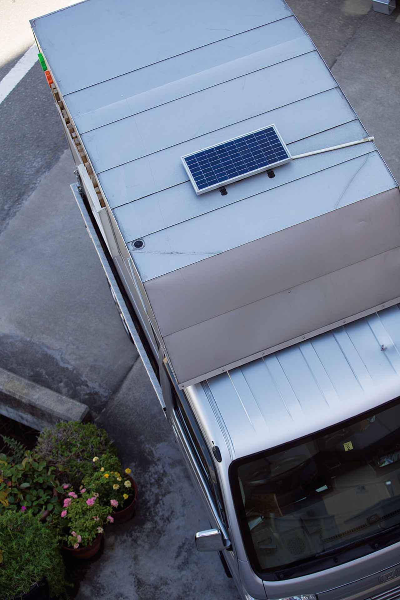 画像1: ルーフには定番アイテムのソーラーパネルを設置!