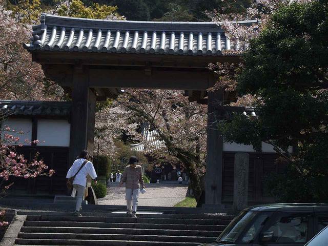 画像: 50番札所 繁多寺。