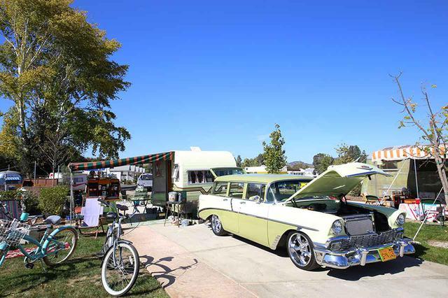画像: トレーラーは全てヴィンテージだが、引っ張るための車両も50~60年代もの車両でそろえている強者。