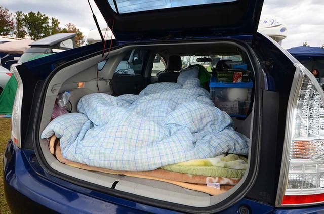 画像: 自宅使いの毛布と布団を流用