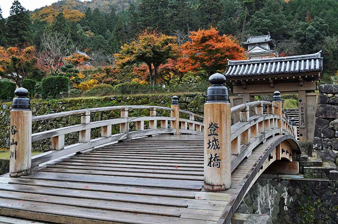 画像: 最上段にある稲荷神社からの眺望がおすすめの出石城跡。