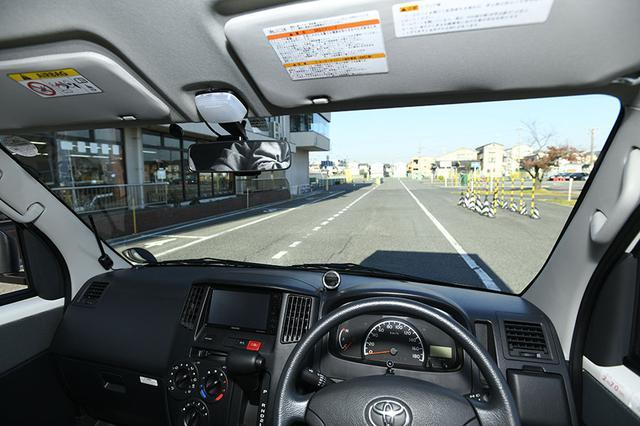 画像: ② 運転席からの眺めは普通車と同じだけど……