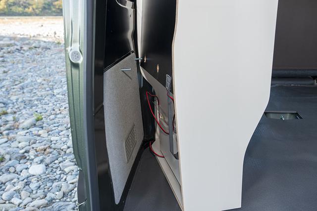 画像2: 車内の穴を利用+1カ所だけの穴開けで簡単取り付け
