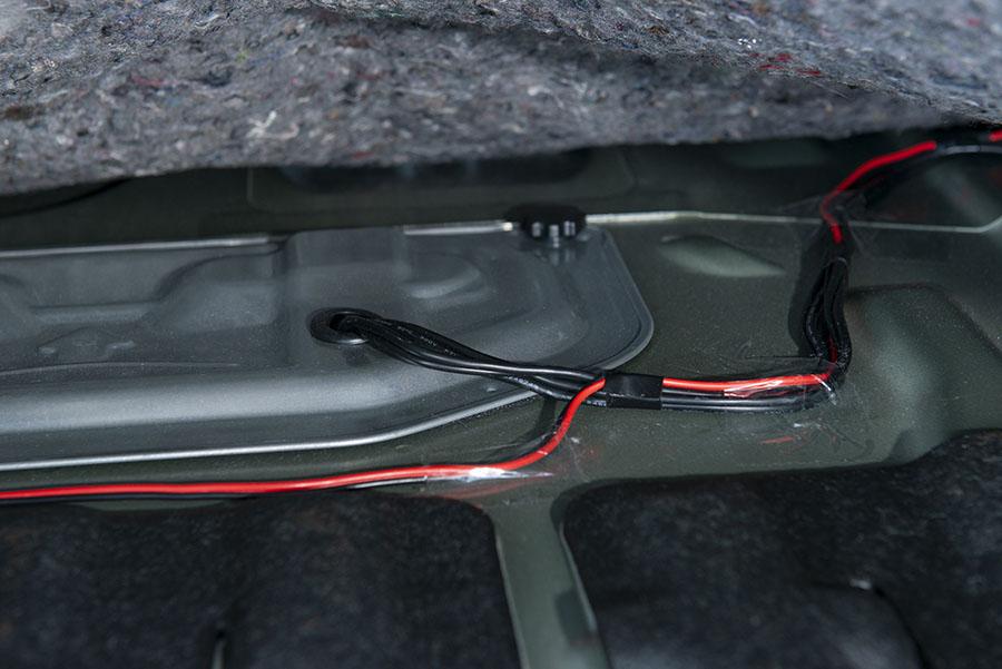 画像3: 車内の穴を利用+1カ所だけの穴開けで簡単取り付け