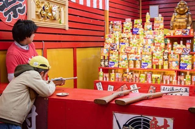 画像: ここでお菓子を射落として大満足のアリ。
