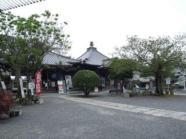 画像: 73番札所 出釈迦寺。幼少時に弘法大師が身を投げたとされる。