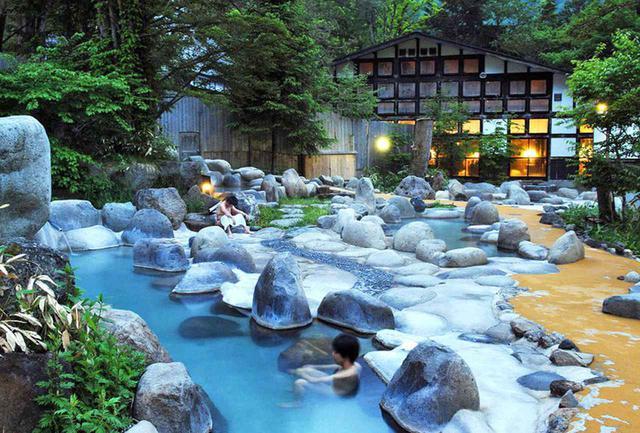 画像: ひらゆの森 名物の露天風呂に加え、内湯と広い休憩室に食事処などの充実した設備を有する、平湯温泉の日帰り温泉施設。