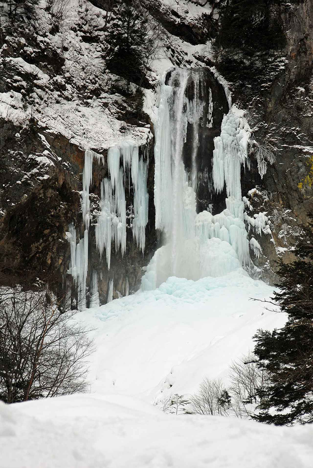 画像1: 氷爆化する「平湯大滝」