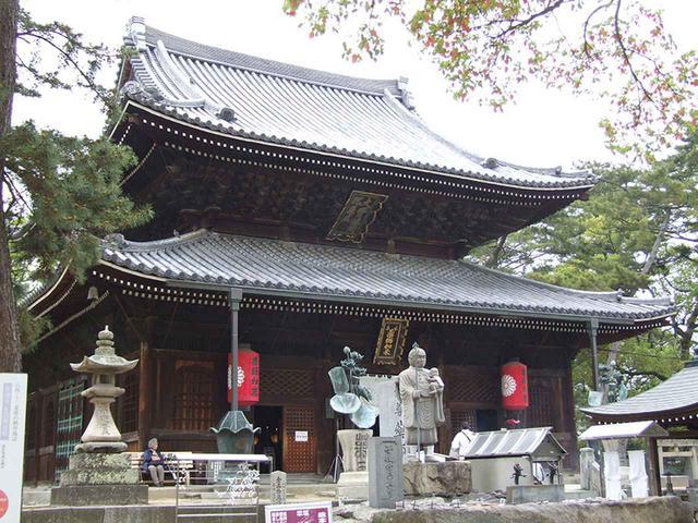 画像: 75番札所 善通寺。札所も70番を越えると、大師のルーツである札所が出てくる。善通寺は弘法大師生誕の地といわれている。