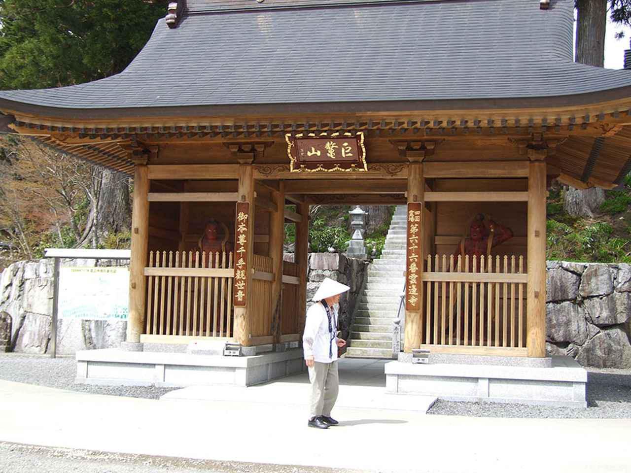 画像: 66番札所・雲辺寺は四国で一番最も高いところにある霊場。ロープウェイを利用して行くのだが、その長さも全長約2600mと、日本でも最大級の規模を誇る。