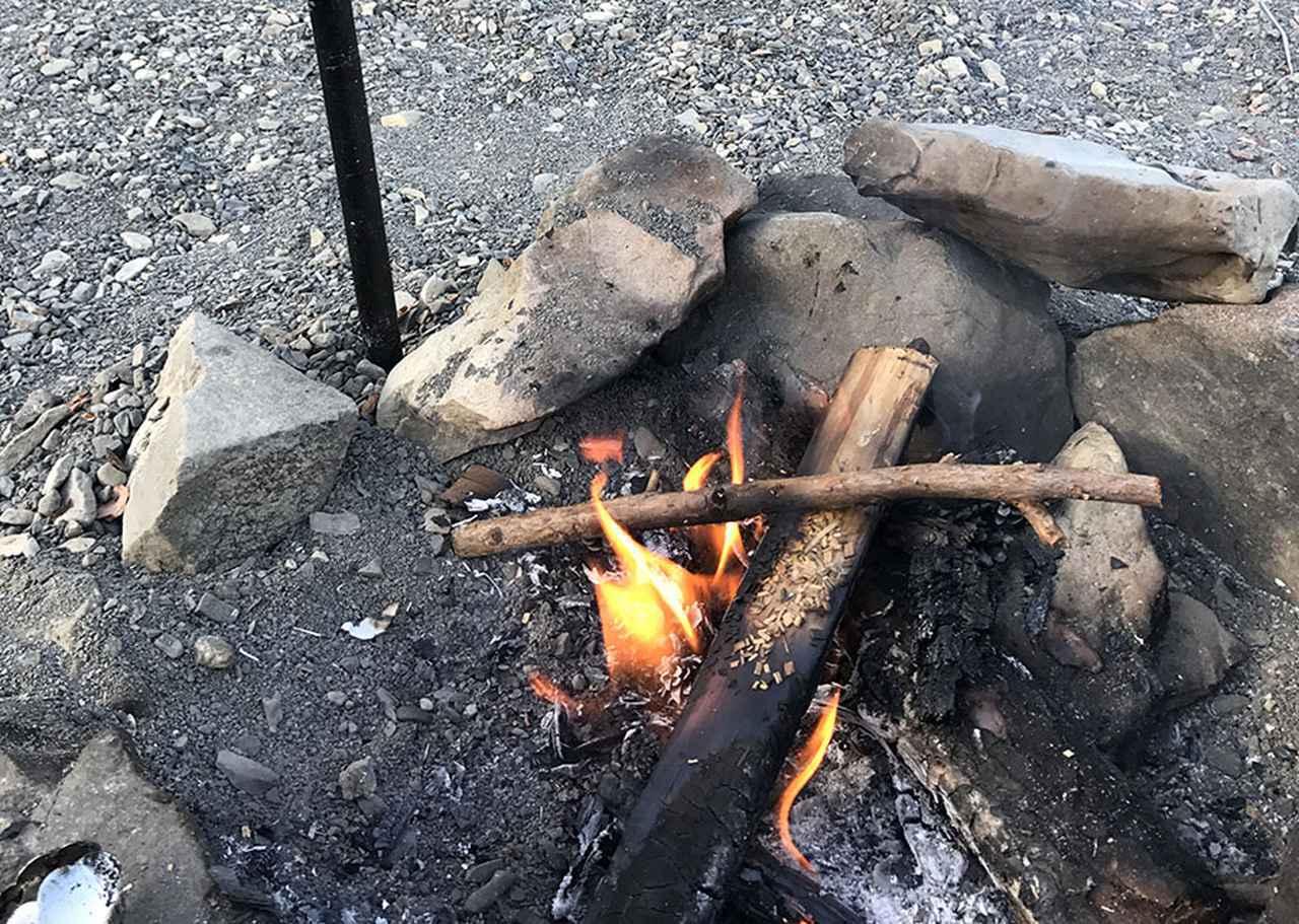 画像: 火を育てる焚き火の仕方