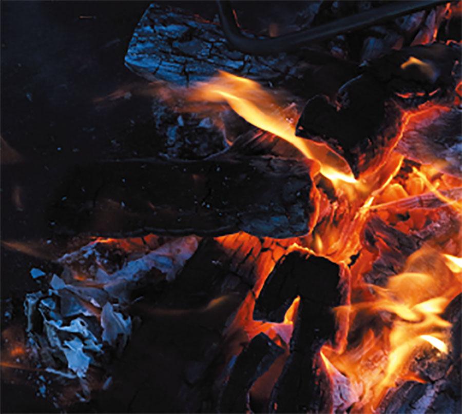 画像1: 「そもそもなんですが、焚き火の魅力って何?」