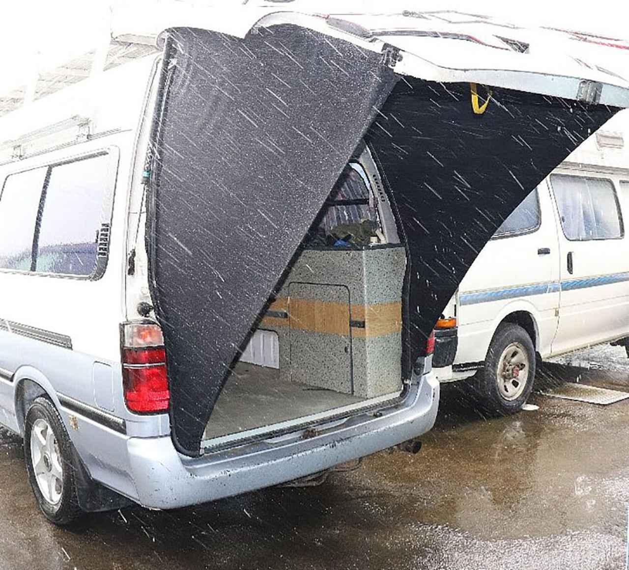 画像: 4~5mの強い風にも耐える仕様で横風をブロック。雨もブロックし、荷室が濡れる心配もない。