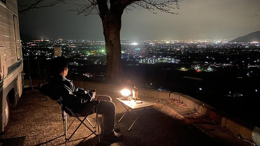 画像: 見てください、この美しい夜景!