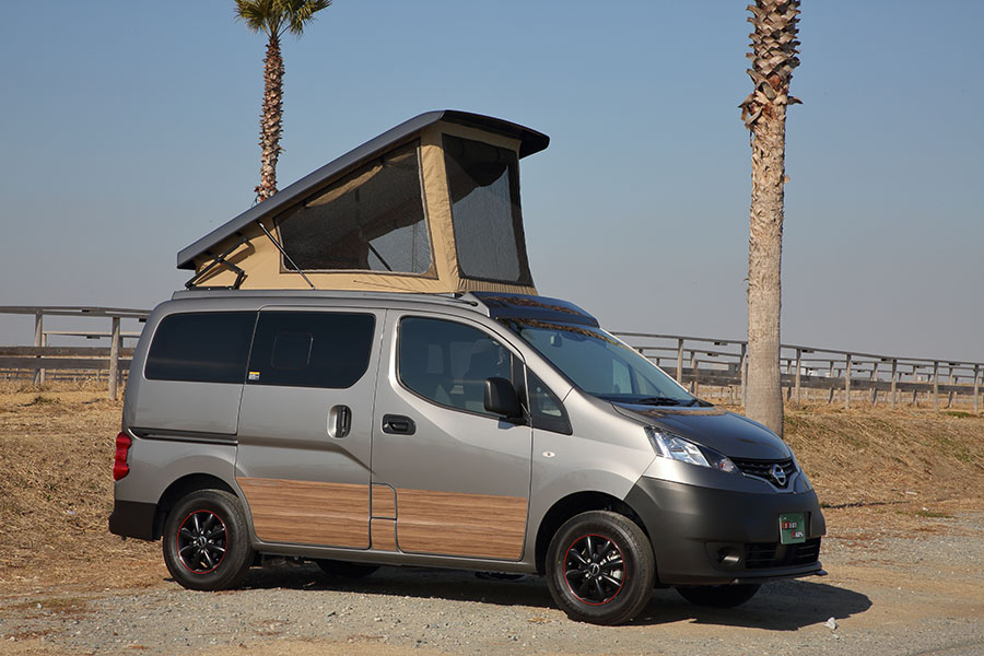 画像: 日産・NV200バネットがベースのペットと旅したい車中泊カー。