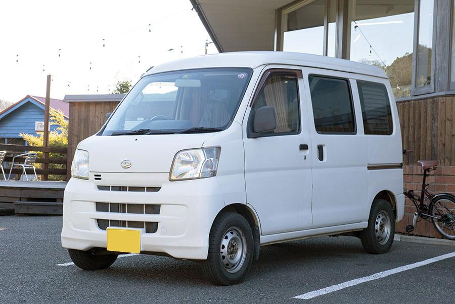 画像: 渡辺圭史さんの愛車、ダイハツのハイゼットカーゴハイルーフ。