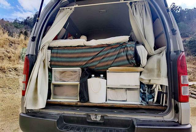 画像1: POINT 8個のプラスチックケースでベッドの土台と収納を兼用