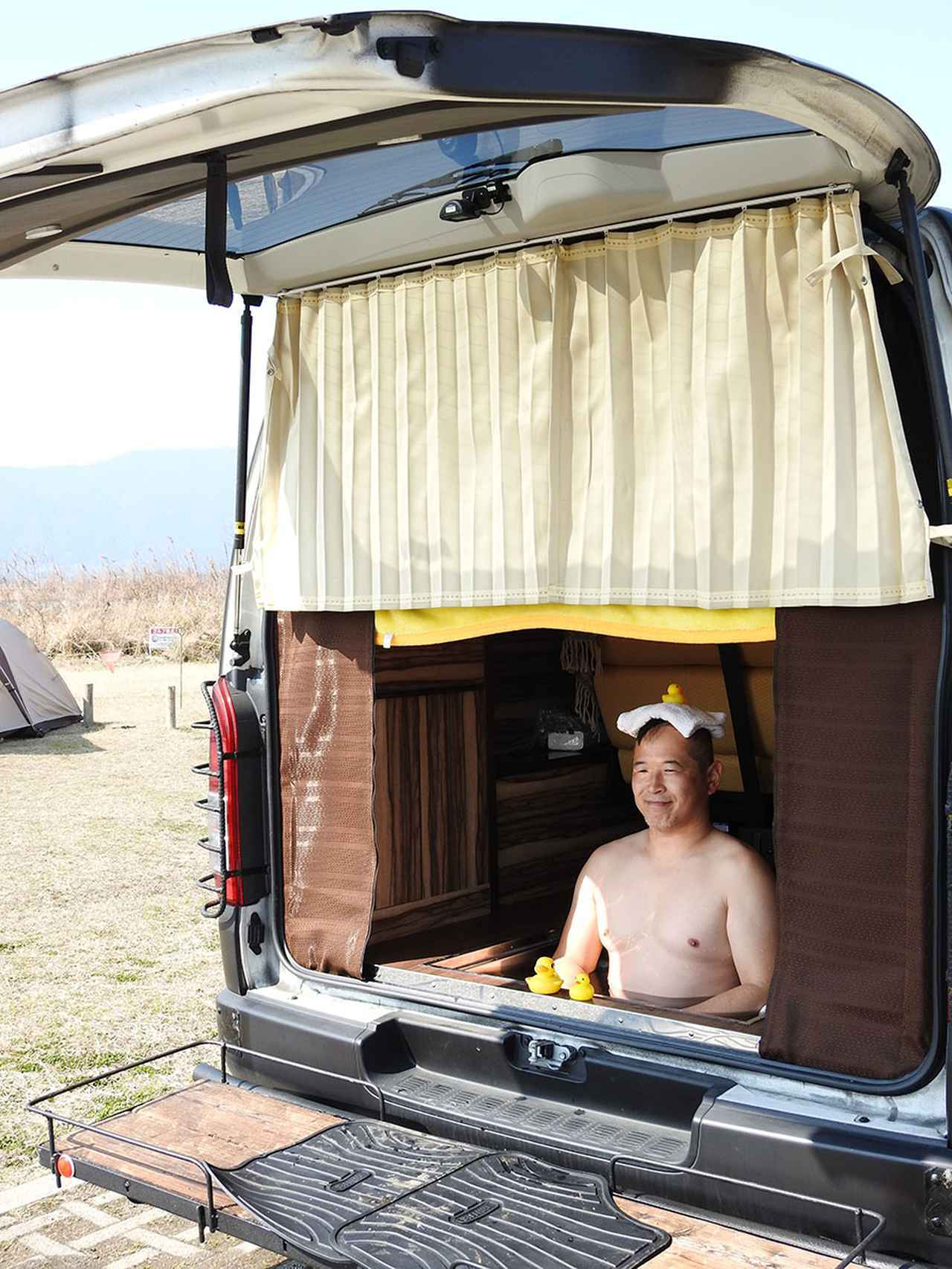 画像: 車中泊の達人ならぬ、車中浴の達人だ!
