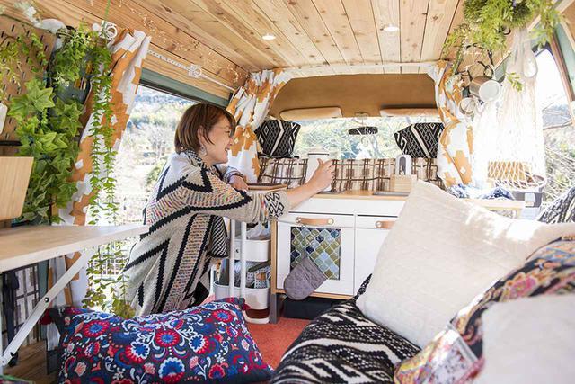 画像: バンライフ車でテレワーク。DIY素人が作り上げた超快適・動くオフィスを取材! - アウトドア情報メディア「SOTOBIRA」