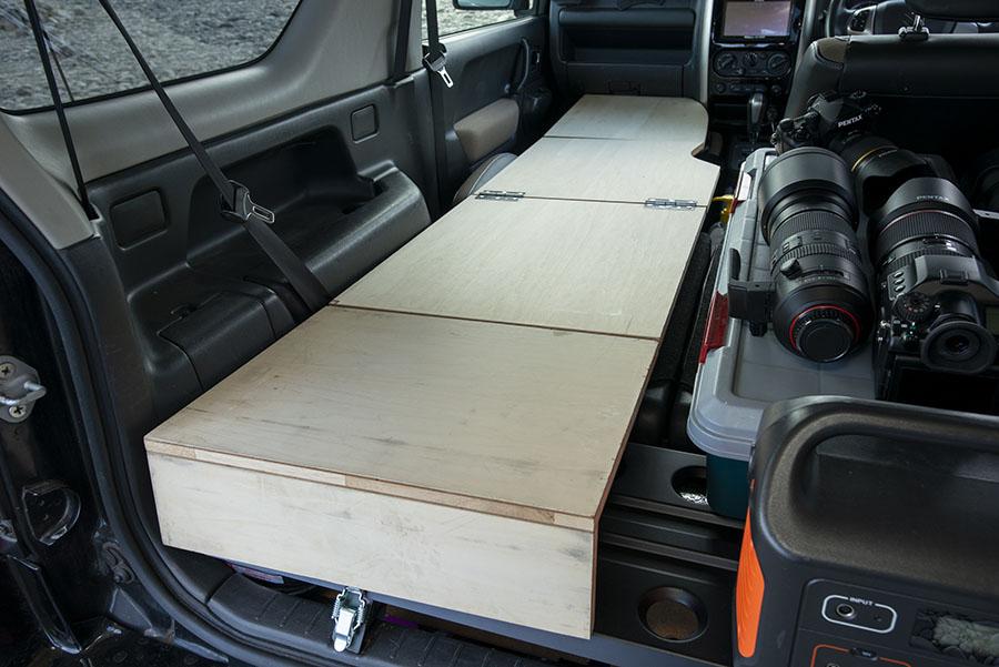 画像1: ポイント① 折りたたみできる自作のベッド