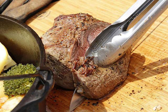 画像: 3.でっかい肉を焦がさず、芯まで火を通す