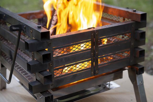 画像2: メッシュ窓から見える、ゆらめく炎がキャンプの夜を幻想的に!