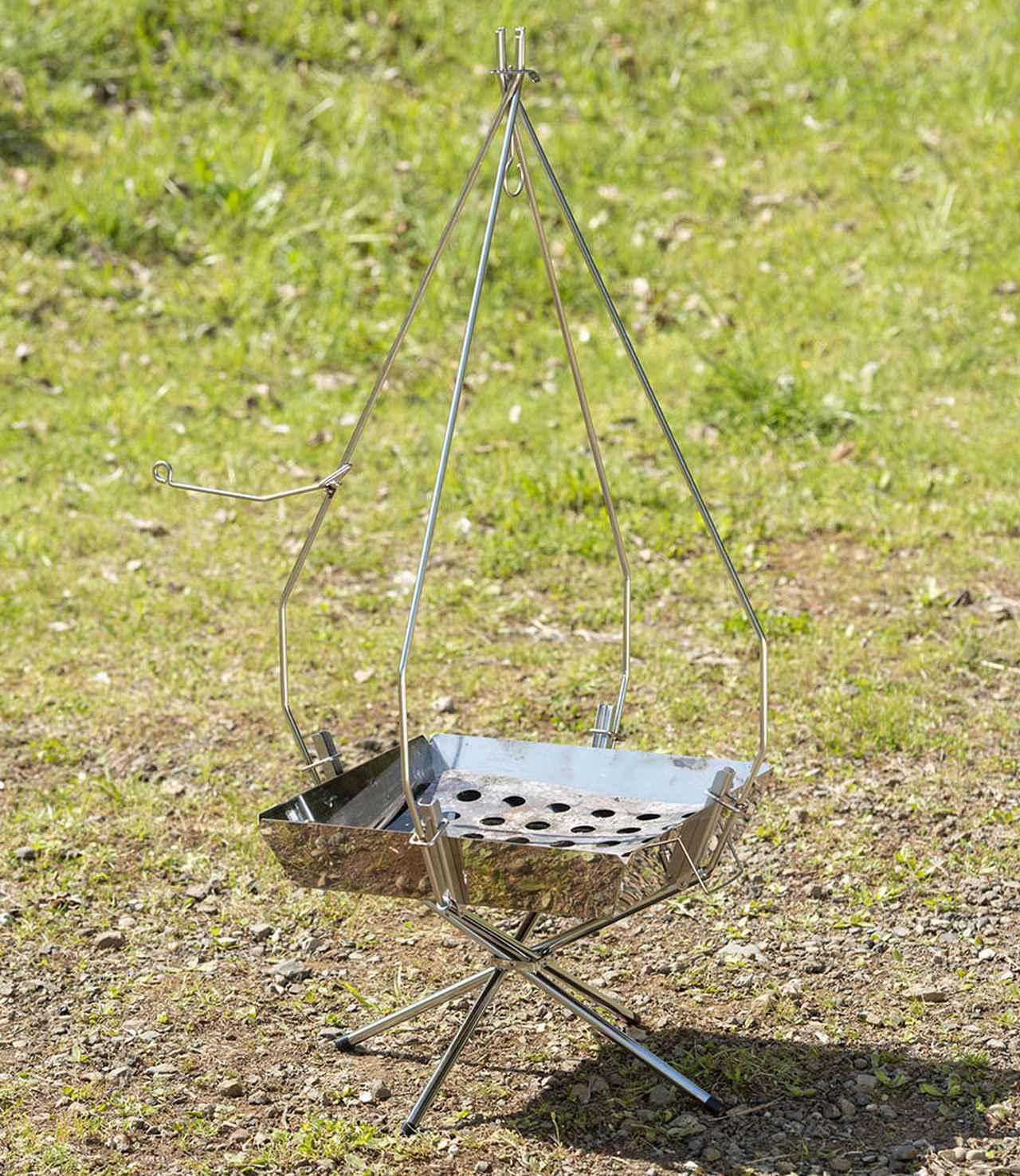 画像: トライポッドのように使える「FGポットハンガー」6900円(税込)。10インチまでのダッチオーブンを吊るすことができる。