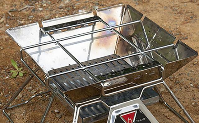 画像: ゴトクの耐荷重目安は約10㎏なので、ダッチオーブンの使用もOK。※ロストルはコンプリートキットのアイアンロストルを使用