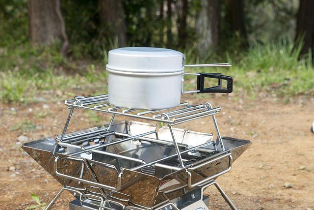 画像: 焚き火調理が楽しめるファイヤーラックが標準装備。