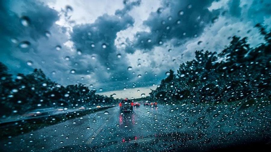 画像1: 豪雨や台風などに遭遇したら、どうする……?