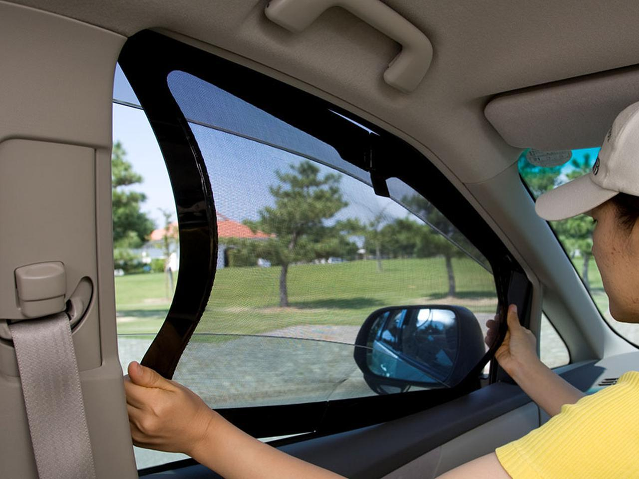 画像1: 車に網戸があれば夏の車中泊も安心だ! 装着したまま窓開閉ができる優秀アイテム - アウトドア情報メディア「SOTOBIRA」