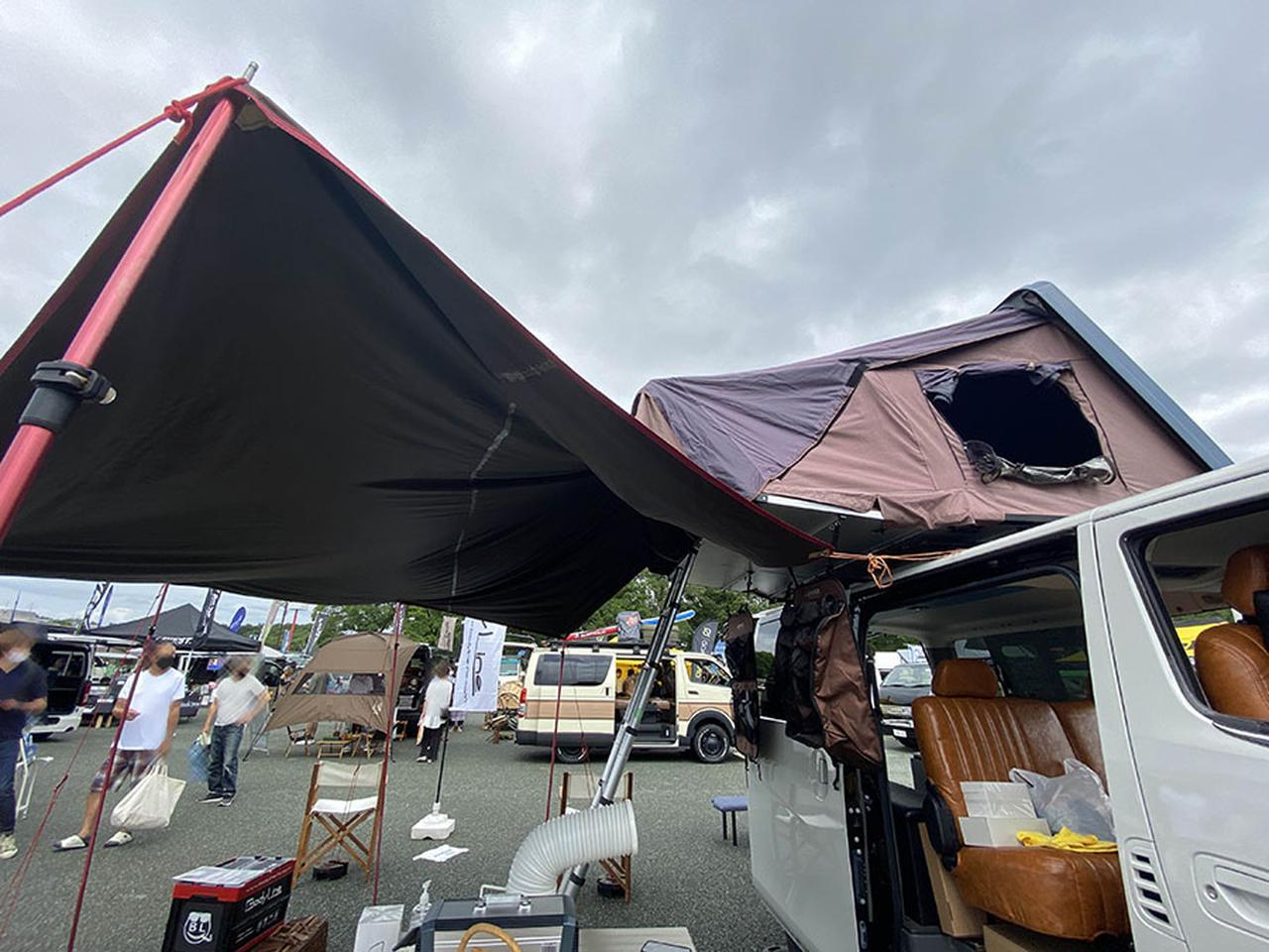 画像: 雨に濡れずに出入りできるルーフトップテント/BodyLine