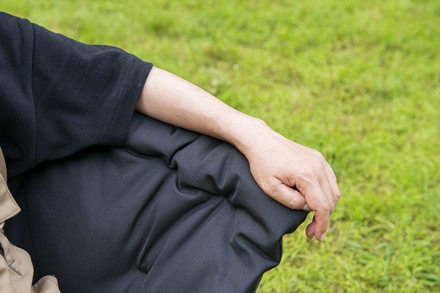 画像: リラックスCHECK! ② 中綿は肘掛け部分にもたっぷりと封入!