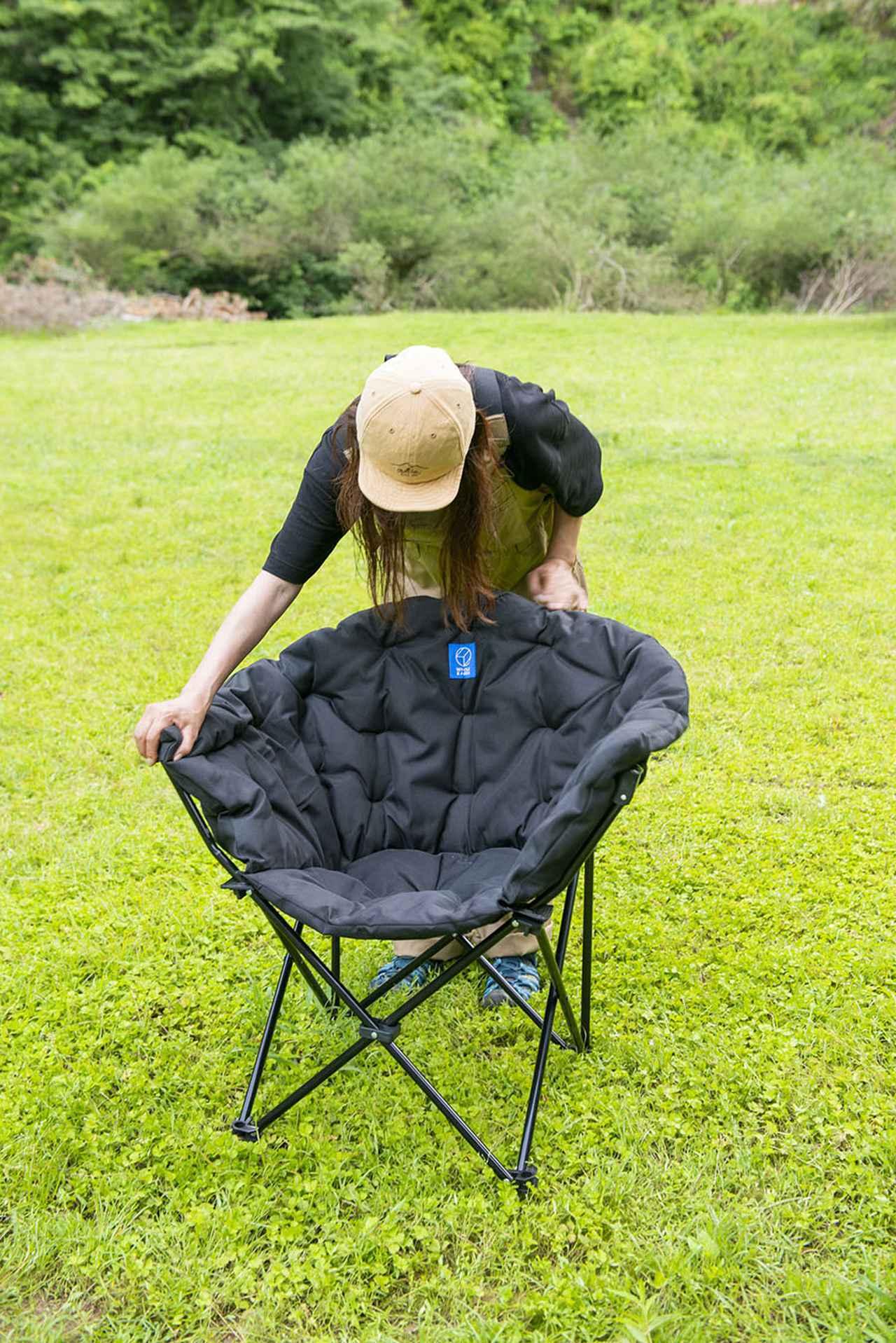 画像: 収束式のキャンプチェアなので、セッティングも収納も楽々。
