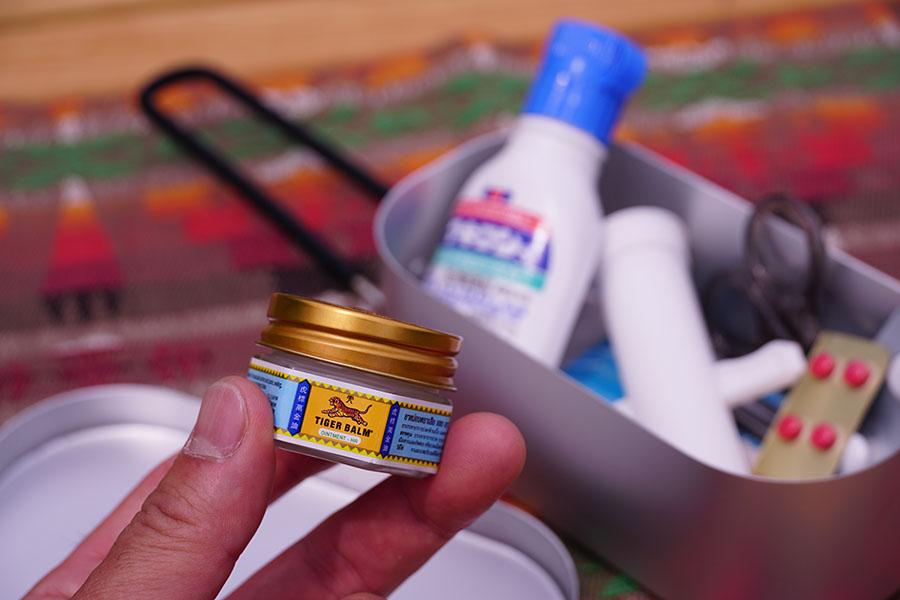 画像: ④キャンプの常備薬は「タイガーバーム」