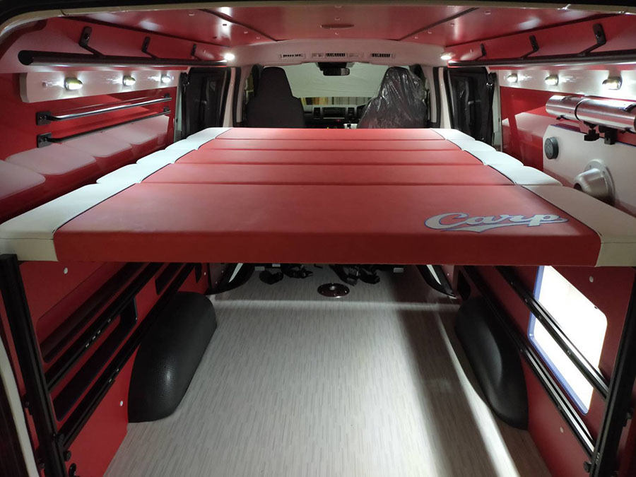 画像7: 広島東洋カープ承認! 世界で2台のキャンピングカー